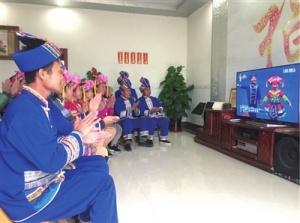 象州县仫佬族群众组织观看庆祝大会直播盛况