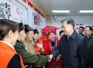 汪洋率中央代表团一分团在南宁看望慰问各族各界干部群众