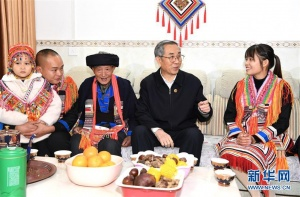 马飚率中央代表团五分团赴贺州看望慰问各族各界干部群众