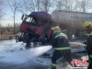 罐车被追尾撞坏阀门 22吨液化气5个多小时漏完