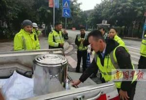 南宁市民为寒冬里执勤交警送来姜糖水 暖透人心!