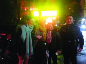 桂林:外籍游客丟失背包 民警迅速找回