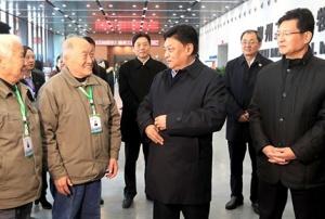 白玛赤林率中央代表团四分团看望慰问干部群众