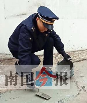 施工方玩失聯 柳州城管自掏腰包填路面獲點贊(圖)
