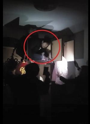 銀河開戶:民警上門抓捕 盜竊嫌疑人藏衣柜被揪出(圖)