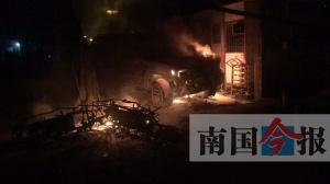 楼道口电动车突起火 两电驴被焚毁一越野车受牵连