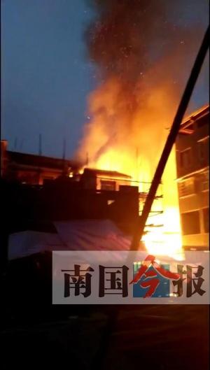 融水清晨火灾殃及3户19人 伤亡及财产损失待统计