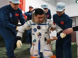 新华社评论员:向着更加壮阔的航程——致敬改革开放40周年