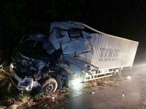 蘭海高速一貨車追尾重型半掛牽引車 一名司機獲救