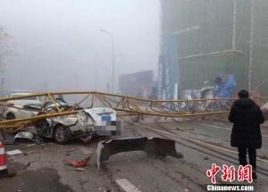 四川雅安一工地塔吊倒塌 2人經搶救無效死亡