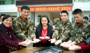 忻城:攝影家進軍營為官兵包餃子送溫暖(組圖)