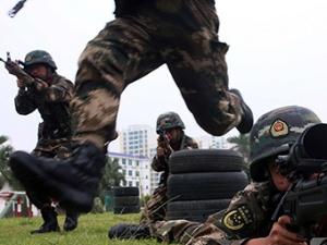 广西北海:武警特战队员开展实战演练(组图)