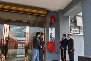 昭平县农民工创业孵化基地揭牌
