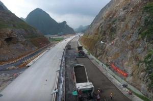 田林至西林(滇桂界)高速公路重点控制性工程开工