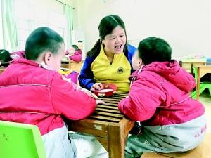 钦州市儿童福利院用爱心让儿童享受到家庭的温暖