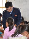 吴卜升:税务干部驻村守诺言 6年来每年为乡村小学举办校外活动