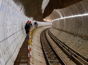 1月16日焦点图:南宁地铁2号线东延线4站点已封顶