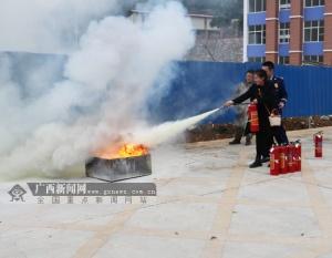 凌云开展旅游行业消防演练 现场传授灭火逃生技能