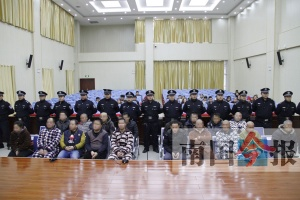 柳州公开审理涉嫌妨害公务罪案 18人出庭受审(图)