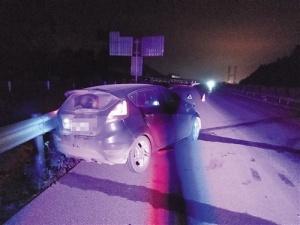 女司机深夜上高速撞上护栏 被确认为酒后驾驶行为