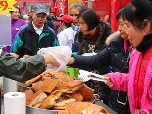 高清:买买买!春节临近 南宁市民置办年货忙