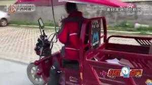 别人家的老公!奔驰给老婆开 自己骑三轮上班