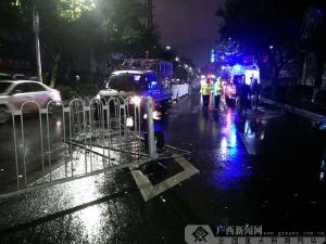 桂林一男子酒驾撞护栏碰伤公交车 把司机打进医院
