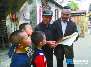 北海:百岁老人家庭喜收全家福