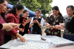 龙州县与越南高平省开展社区新春联谊活动