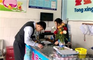 农行贵港江北支行青年突击队走街串巷服务商户
