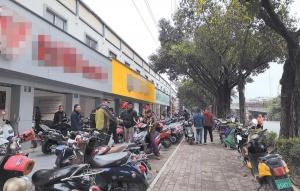 担心要?#25216;?#29031;上保险 南宁市民扎堆买电动自行车