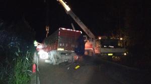 货车冲撞避险车道 蒙山多部门联手救出被困司机