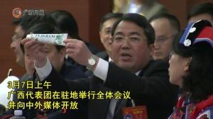 吴炜代表向中外媒体记者倾情推介柳州产品