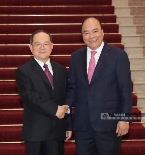 鹿心社在河内拜会越南总理阮春福