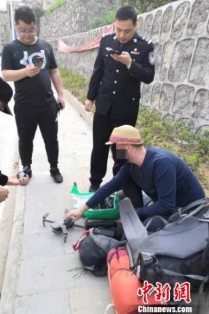 一外籍游客在三峡坝区放飞无人机被处以警告处罚