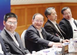 鹿心社在河内与越南广西企业座谈