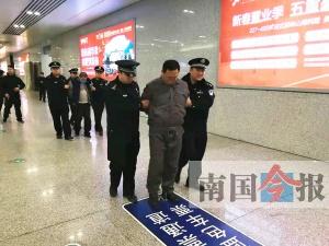 用铁链勒死失足女 警方追凶17年赴郑州抓获两男子