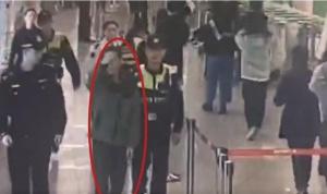 可疑男子进地铁站 民警火眼金睛抓获网逃人员(图)