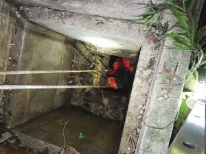 男童玩耍中掉入十余米深污水井 事发云景路一小区