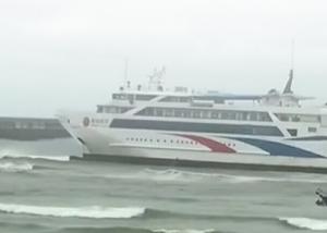"""滚动播报:聚焦北海涠洲岛""""北游25""""搁浅事件"""