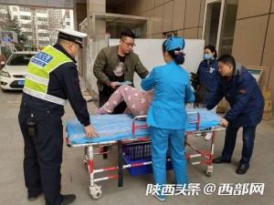 孕妇羊水破裂生产在即 宝鸡金台交警紧急开道送医