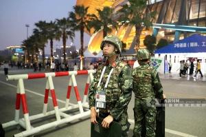 """武警官兵坚守岗位 为""""中国杯""""保驾护航(组图)"""