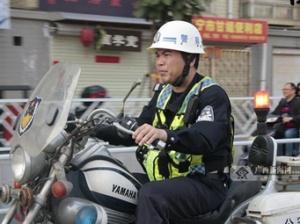 【12小时】从警20年 他是南宁交通安全的?#39029;?#21355;士