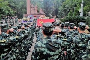 传承红色基因 武警官兵清明时节缅怀先烈(图)