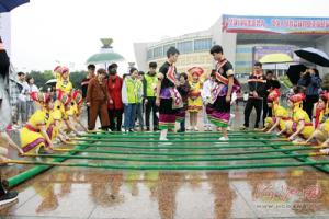 """河池市举行""""壮族三月三·河池嘉年华""""综合性民族文化展演"""