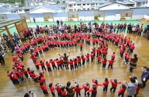龙胜第二幼儿园举行民族运动会 师生?#39029;?#27426;聚一堂