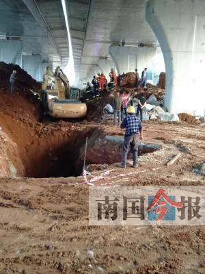 柳州工地施工现场塌方 被埋工人一人获救两人身亡