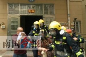来宾一高层住宅电梯井起火 一名男子跳楼逃生殒命