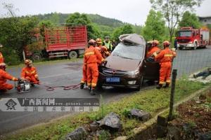 桂林:面包车与小货车相撞 面包车内2人死亡(图)