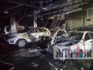 柳州一车库起火六辆小车被烧 还有更